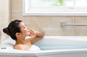 疲れがとれる浴槽の全身浴ゾーン
