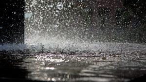 ガイナは多少のクラックでも物ともしない!雨漏りしにくい弾性塗膜効果