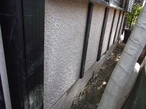 外壁サイディングの重ね張り工事の内容と「平均的な費用相場」