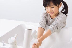 パナソニック「シーライン」は触れずに吐水が可能!「タッチレス水栓」も選べる