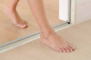 リノビオVはドア段差が低いので高齢者やお子さんでも安全にご利用できる