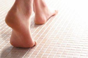 TOTOシンラの床は冬でも暖かく水切れも良く乾きやすい!「ほっカラリ床」